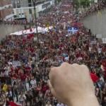 [Canadá] Milhares vão às ruas para protestar contra lei que restringe manifestações em Quebec