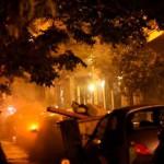 [Grécia] Em Exarchia, brutamontes da polícia dão início a motim atacando pessoas com garrafas de vidro, foguetes e bombas de efeito moral