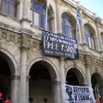 Heraklion, Ilha de Creta: anarquistas ocupam os escritórios da organização de turismo grego e do departamento local do Ministério do Turismo em solidariedade a Kostas Sakkas
