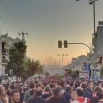 [Grécia] Milhares de manifestantes no bairro de Keratsini, onde Pavlos Fyssas foi assassinado; são registrados duros confrontos entre manifestantes e policiais