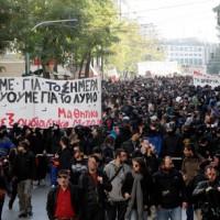 [Grécia] 6 dezembro de 2013: Manifestações estudantis cinco anos após a rebelião de dezembro de 2008