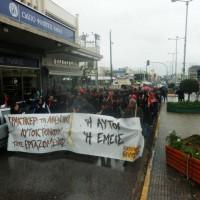 [Grécia] Marcha sob a chuva depois do suicídio de um trabalhador de Praktiker