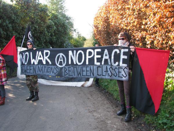 reino-unido-anarquistas-bloqueia-2.jpg