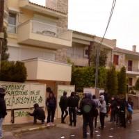 [Grécia] Ação no bairro do patrão que deu uma surra em um trabalhador