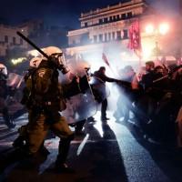 [Grécia] Milhares de pessoas desafiaram a proibição do Regime e se manifestaram contra o Ecofin e a União Europeia