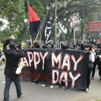 [Indonésia] Neste Primeiro de Maio, centenas de anarcopunks foram às ruas de Bandung