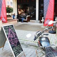 """[Turquia] O """"Café Coletivo Gato"""" abriu suas portas em Yalova, contra a cultura de consumo capitalista"""