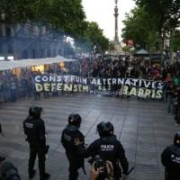 [Espanha] Tumulto na manifestação de apoio a Can Vies pelo centro de Barcelona