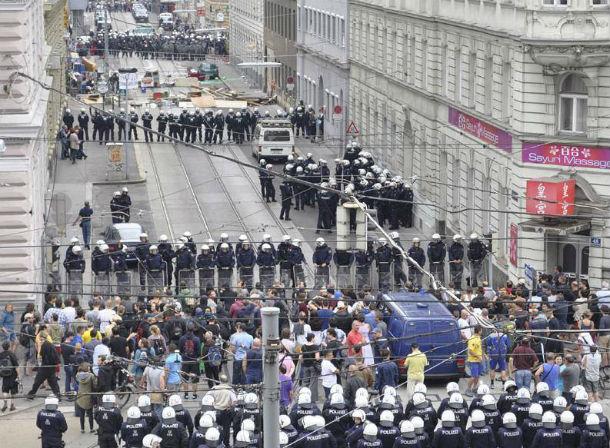 austria-policia-desaloja-e-detem-1