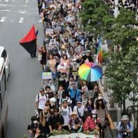 [Japão] Milhares vão às ruas de Tóquio em protesto contra governo
