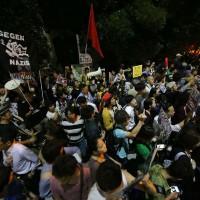 japao-sob-protesto-antimilitaris-4.jpg