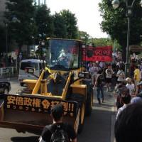 [Japão] Manifestação anti-Abe e anti-guerra em Tóquio