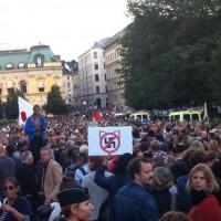 [Suécia] Protesto contra partido neonazista reúne milhares de pessoas em Estocolmo