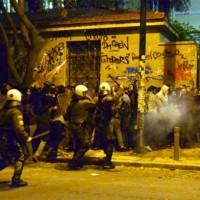 [Grécia] Repressão policial contra estudantes após o fechamento da Universidade de Atenas por seu reitor