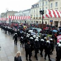 [Polônia] Manifestação antifascista em Varsóvia reúne mais de mil pessoas
