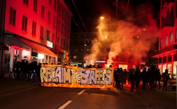 suica-centenas-vao-as-ruas-de-zu-1