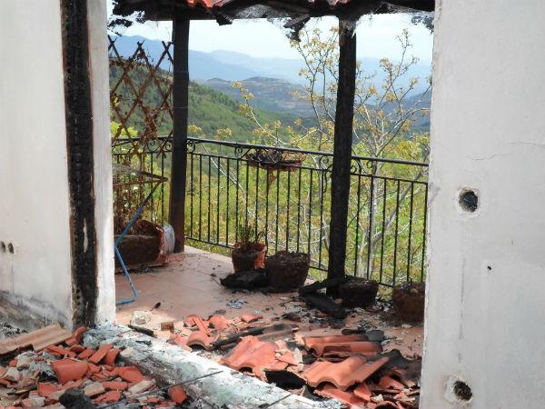 grecia-ataque-incendiario-a-casa-1