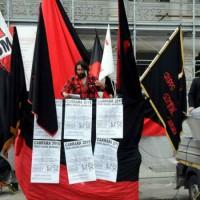 [Itália] Centenas de pessoas no Primeiro de Maio em Carrara