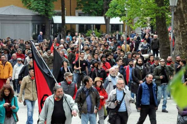 italia-centenas-de-pessoas-no-pr-2.jpg
