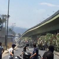 [Grécia] Policiais e fascistas arremetem contra marcha motorizada de protesto pelo assassinato de quatro trabalhadores na empresa petrolífera Petróleo Grego