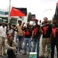 """[África do Sul] Urgente: Liberdade para todos? Membros da """"Zabalaza Anarchist Communist Front"""" ameaçados, com atividades interrompidas e forçados a esconder-se"""