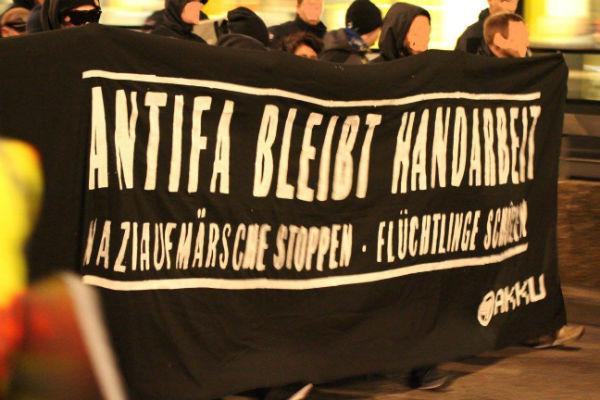 alemanha-colonia-policia-ataca-a-marcha-antifasc-1