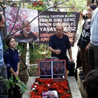 [Turquia] Anarquista vítima de atentado em Ancara é sepultado