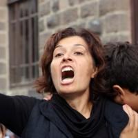 """[Turquia] Emel Kitapçı: """"Eles podem nos matar uma vez, mas nasceremos mil vezes de novo"""""""