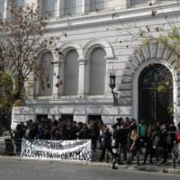 [Grécia] Continuam as ações contra a extradição para a Itália dos cinco estudantes perseguidos com mandado europeu de detenção e entrega