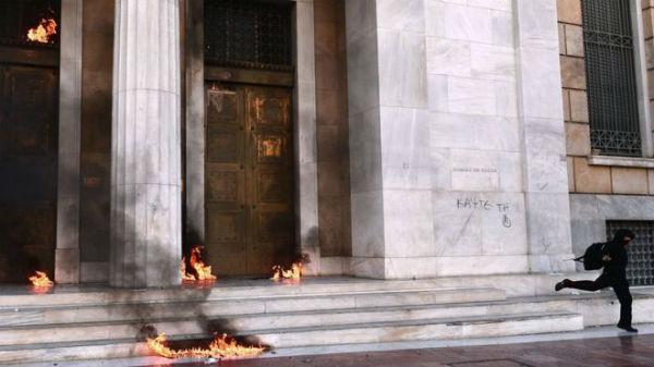 grecia-video-vista-da-linha-de-frente-da-insurre-1