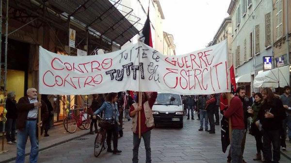 italia-manifestacao-antimilitarista-de-7-de-nove-1