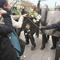 A democratura capitalista desfila a sua nova moda internacional em Paris: as leis contra o terror dos movimentos sociais