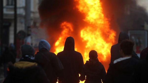 alemanha-policia-e-antifascistas-entram-em-choqu-1