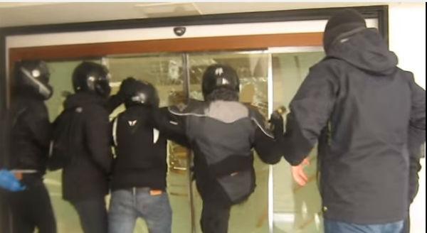 grecia-video-do-ataque-aos-escritorios-da-teires-1