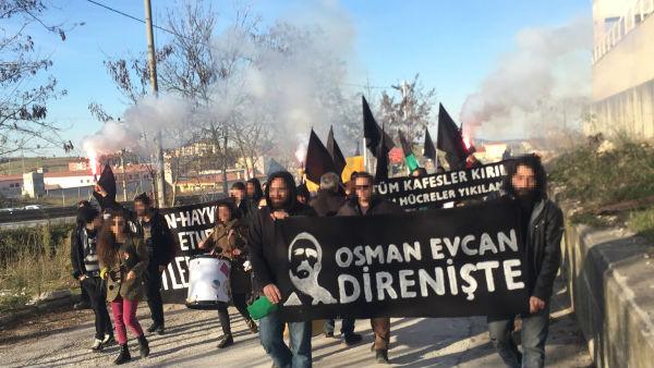 turquia-osman-evcan-em-greve-de-fome-manifestaca-1