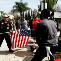 [EUA] Doe aos antifas que fizeram frente à KKK em Anaheim!