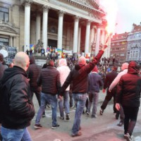 [Bélgica] Grupo de extrema direita belga invade centro de Bruxelas e entoa cantos contra a imigração