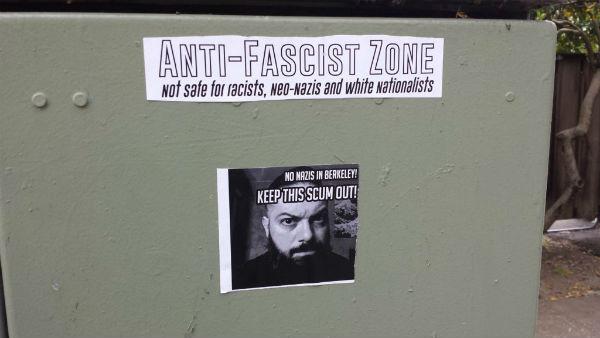 eua-patrulha-antifascista-e-cobrindo-cartazes-ne-1