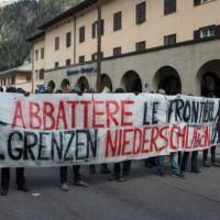 [Itália] Em Brenner, manifestantes sofrem ataque da polícia: confrontos e gás lacrimogêneo. Dezoito agentes feridos e cinco anarquistas presos