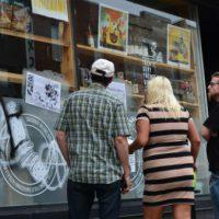 [Canadá] Montreal: Vida longa à desgentrificação: Black Blocs saqueiam loja yuppie