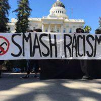 [EUA] Cinco pessoas esfaqueadas em confronto de massa entre a Traditionalist Youth Network e manifestantes antifas em Sacramento