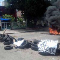 [México] Barricadas são erguidas em Huajuapan de León, Oaxaca, após assassinato de jovem anarquista