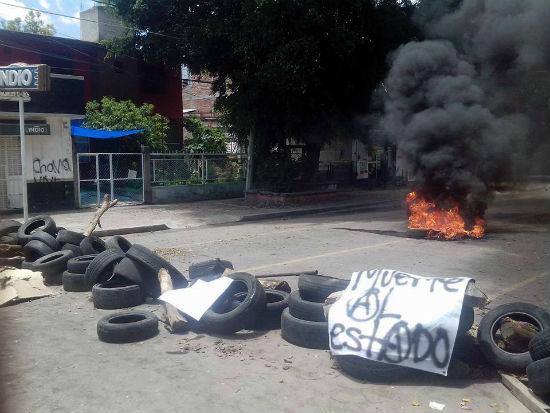 mexico-barricadas-sao-erguidas-em-huajuapan-de-l-1