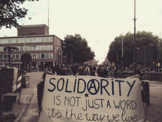 holanda-amsterdam-manifestacao-solidaria-a-compa-1