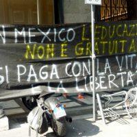 [Itália] Milão: Ato em frente ao Consulado do México em solidariedade com a luta dos professores da CNTE