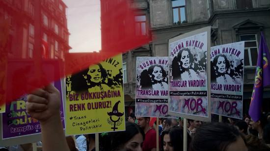 turquia-protesto-em-istambul-pelo-crime-da-jovem-1