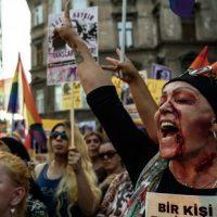 turquia-protesto-em-istambul-pelo-crime-da-jovem-2.jpg