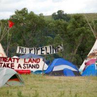 """[EUA] Índios do Standing Rock Sioux declararam guerra a um oleoduto: """"Nunca vamos desistir"""""""