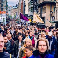 [Finlândia] Milhares de pessoas se manifestam contra o racismo e a extrema-direita