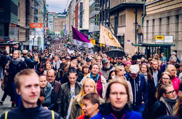finlandia-milhares-de-pessoas-se-manifestam-cont-1